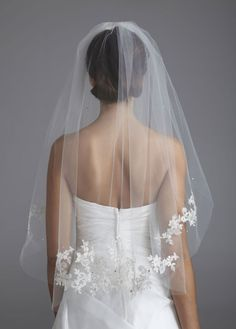 David's Bridal: two-Tier Walking Length Veil with Lace Appliques - VW370144