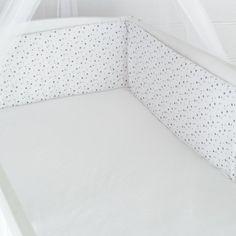 Tour de lit position haute avec motifs étoiles #tourdelit #bebe #etoiles #kinousses