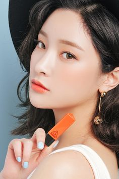 korean makeup x orange lips x orange blush x orange eyeshadow Orange Eyeshadow, Orange Lipstick, Orange Makeup, Bold Lipstick, Asian Makeup Looks, Korean Makeup Look, Beauty Make-up, Beauty Shoot, Make Up Looks