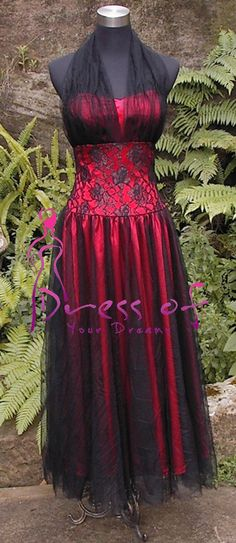 Darque ... wonder what it would look like in another colour.. cant wear a red wedding dress