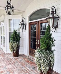 Great front door and front porch entrance detail. 30 Insanely Cute Minimalist Decor Ideas To Rock Your Next Home – Great front door and front porch entrance detail. Future House, My House, Design Exterior, Door Design, Patio Design, Outdoor Lighting, Porch Lighting, Hallway Lighting, Front Door Lighting