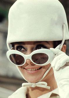 455bdcef0bece Moda anos 60 - Conheça os 30 ícones fashion da década em fotos originais