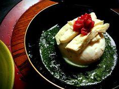 豆腐が梅紫蘇豆腐だったので。 松の実も入れて香ばしかったです。 豆腐を開けたら中に練り梅が入ってました♪ - 122件のもぐもぐ - 生湯葉と豆腐の紫蘇ジェノベーゼがけ by romie