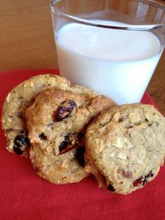 low fodmap oatmeal cookies - yes! Minus the dried fruit because that isn't low fodmap.