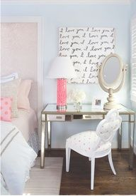 Cute bedroom- desk as nightstand