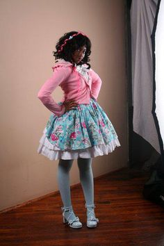 Lovely blue and pink combo. Taken from Chocolate Lolita from facebook.