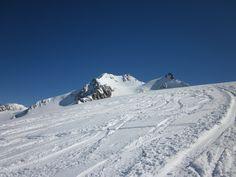 Ein traumhaft schöner Tag für eine Skitour in den Alpen im Ötztal auf der Wildspitze