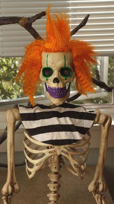 Fabulous Grandin Road Clown Skeleton 5 Ft Pose & Stay...5 day auction!