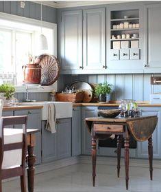 Modern Home Decor Kitchen Blue Kitchen Cupboards, Rustic Kitchen Cabinets, Kitchen Cabinet Colors, Beach House Kitchens, Home Kitchens, Kitchen Colour Combination, Kitchen Stories, Inexpensive Furniture, Cheap Furniture