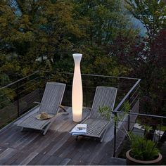 We use to call Scarlett a beautiful looking girl who would probably want everyone to see this. Scarlett from Serralunga really knows how to shine. Metalarte, Another World, Outdoor Furniture, Outdoor Decor, The Great Outdoors, Sun Lounger, Outdoor Spaces, Indoor, Modern