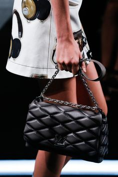 Louis Vuitton Spring / Summer 2015 Ready-to-Wear. #rtw #pfw #dress #runway #details