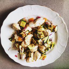 bocconcini di tacchino con cipolla rossa di tropea,carote, zucchine grigliate aromatizzate con aceto balsamico