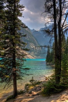 Of the Most Amazing American Lakes Moraine Lake in Banff National Park ~ Alberta, Canada. Beautiful blue water and view![ ]Moraine Lake in Banff National Park ~ Alberta, Canada. Beautiful blue water and view! Dream Vacations, Vacation Spots, Honeymoon Spots, Vacation Wear, Lago Moraine, Places To Travel, Places To See, Travel Destinations, Beautiful World