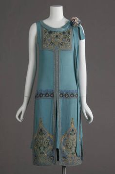 1927 dress, silk crepe, glass beads and metallic embroidery. Worn as wedding dress. #history #research