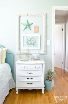 There's a reason we call this wall color Comfort Gray SW 6205. Because no matter how the room is accessorized, the easy, natural neutral just feels so good. For @goldensycamore, a few low-cost (or free!) items, like a darling nightstand and cloth-wrapped picture frame, add oodles of friendly charm.