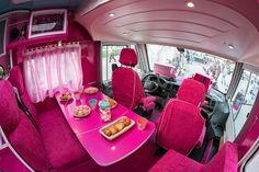 Depuis le mois d'avril et jusqu'à la fin de l'année, Barbie part en tournée dans toute la France pour proposer une expérience inédite aux petites filles avec son Barbie Be Super Tour. #streetmarketing Street Marketing, Caillou, Tout Rose, Barbie, Camping Car, Hermes Birkin, Guerrilla, Bags, Tour