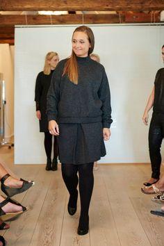 Line viser det lækre uld sæt med Gelatta wool top, Graduate wool skirt og Gipsy pantyhose.