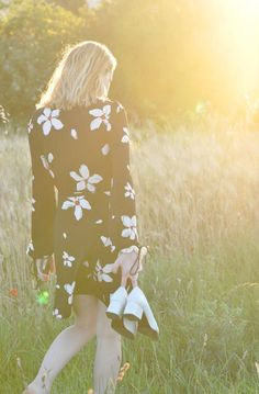Vous aussi vous êtes accro au shopping ? Floral Tops, Nova, Blog, Women, Fashion, Wish Shopping, Moda, Top Flowers, Fashion Styles