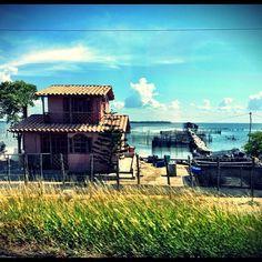 Cienaga, Santa Marta. Casas en la ruta. #houses #road #pescador #mar #casitas #azul #verde (at Ciénaga)