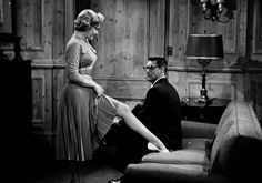 Marilyn Monroe and Cary Grant. Gif from Monkey Business, Howard Hawks, Marilyn Monroe Movies, Marylin Monroe, Cary Grant, Vintage Hollywood, Classic Hollywood, Michael Pitt, Movie Gifs, Legs For Days, Monkey Business
