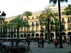 Placa Reial - 20 Free Things To Do in Barcelona