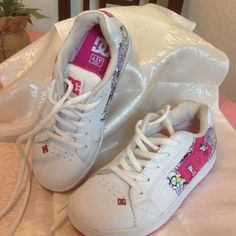 DC leather tennis shoes  PRICED TO SELL NO FURTHER DISCOUNTExcellent condition leather dc shoes, worn once, size states 4.5 but will fit 5 DC Shoes Athletic Shoes