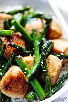 Chicken and asparagus stir-fry with honey and garlic.