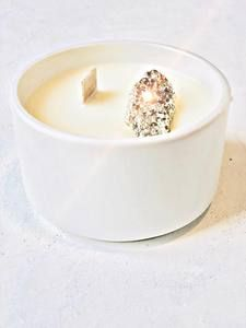 emiliemoon.com bougies sensorielles fleuries,cristaux,décoration. Decoration, Panna Cotta, Ethnic Recipes, Desserts, France, Palo Santo, Cute Stuff, Candles, Decorating Candles
