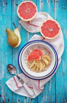 picante-jalapeno.blogspot.com: Orkiszowa owsianka z karmelizowaną gruszką, grejpfrutem i orzechami