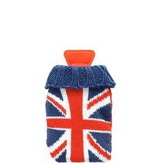 HOT HANDS Handwärmer Union Jack    Etwas Warmes braucht der Mensch, damit er gut durch den Winter kommt: Beim Hot Hands-Taschenwärmer steckt im weichen Stricküberzug eine kleine Wärmeflasche, die etwa 30 Minuten lang ganz angenehm die klamme Kälte vertreibt. Nach dem Gebrauch die Wärmeflasche in kochendes Wasser geben - und schon funktioniert sie wieder. Viele individuelle Designs zur Auswahl. ...