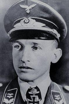 Oberleutnant d.R. Ludwig Becker (1911-1943), Staffelkapitän 12./Nachtjagdgeschwader 1, Ritterkreuz 01.07.1942, Eichenlaub (198) 26.02.1943