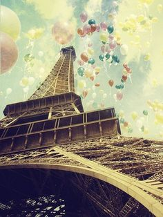 the Eifel tower with baloons