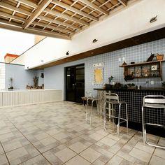 Cobertura à venda c/ 3 Quartos na Praia do Morro  +55 (27) 3262-0792  http://www.gilbertopinheiroimoveis.com.br/imovel/1453/apartamento-guarapari--praia-morro  Cobertura à venda na Praia do Morro 3 quartos sendo duas suítes, sala ampla com dois ambientes, lavabo, banheiro social, cozinha, área de serviço, banheiro de serviço, quarto de empregada, 2 vagas de garagem soltas, área de lazer privativa com piscina, sauna e churrasqueira.