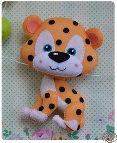Tigre de feltro com molde