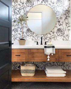 Trendy Bathroom Wallpaper Black And White Sinks Home Design, Decor Interior Design, Interior Decorating, Design Design, Design Trends, Bath Design, Simple Interior, Fall Decorating, Design Ideas