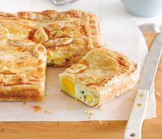 Kiwi Classic - Bacon Egg Pie, Oh the nostalgia! I used to love getting bacon and egg pies for lunch at school. Think it would be better to sub the puff pastry for flaky pie pastry, though. Egg And Bacon Pie, Egg Pie, Bacon Egg, Quiches, Best Bacon, Savoury Dishes, Savoury Tarts, Pastry Dishes, Bacon Dishes