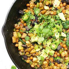 Make brunch at home with this Vegan Chickpea Potato Breakfast Hash - complete with crispy potatoes, chickpeas, bell peppers and avocado. Breakfast Hash, Breakfast Potatoes, Breakfast Casserole, Vegan Breakfast Recipes, Vegetarian Recipes, Healthy Recipes, Vegetarian Breakfast, Dinner Recipes, Tortilla Vegan