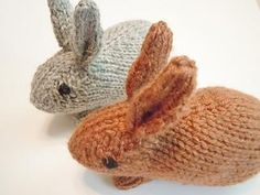 These little guys will hop right off your needles in no time at all. Knit in the round, they are made entirely in one piece except for the legs, which are seamed to the bottom. #Knitting #Pattern