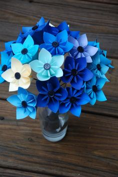 DeviantArt: More Artists Like little island kusudama by leezarainboeveins Tissue Paper Flowers, Paper Roses, Origami Flower Bouquet, Paper Plate Crafts For Kids, Craftwork Cards, Quilling Flowers, Little Island, Quilling Patterns, Tropical Party