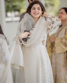 Top 10 Asian Actresses in Beautiful White Dress Pakistani Formal Dresses, Pakistani Wedding Outfits, Pakistani Dress Design, Dress Indian Style, Indian Dresses, Indian Outfits, Indian Clothes, Stylish Dresses, Casual Dresses