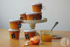 Das Rezept für ein geniales Mitbringsel zur Adventszeit: Weihnachtsmarmelade aus Orangen plus Etiketten oder Labels als downloadbares PDF zum Ausdrucken.