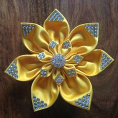 This stunning Hairclip for Irish Dancing is handmade with traditional japanese Kanzashi Technique. The Clip helps every Dancer shine on Stage The Hairclip Medium is 11cm in diameter (4.3 inch). The smaller Blossom on top is 7.5cm (2.95inch) At the back you can fix the Clip to
