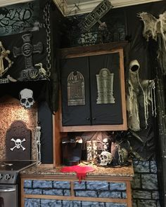 Halloween celebrations are not part of the culture in Indonesia. Even so, the excitement of the Halloween-style decoration theme is … Buffet Halloween, Halloween Kitchen, Halloween Fashion, Halloween Projects, Diy Halloween Decorations, Holidays Halloween, Spooky Halloween, Happy Halloween, Halloween Party