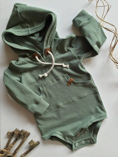 Baby clothes should be selected according to what? How to wash baby clothes? What should be considered when choosing baby clothes in shopping? Baby clothes should be selected according to … Baby Outfits, Outfits Niños, Newborn Outfits, Toddler Boy Outfits, Baby Boy Fashion, Kids Fashion, Cheap Fashion, Baby Kids Clothes, Stylish Baby Boy Clothes