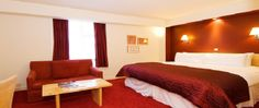 Hotel - The Kensington Close Hotel & Spa is located in London's fashionable Kensington. The hotel is a few minutes walk from the shops in Kensington High Street, the tube station and buses that take you directly into the centre of town.