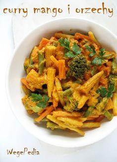 Wegańskie curry z warzywami, mango i masłem orzechowym