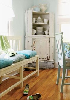 House of Turquoise: Cute Colorful Cottage Interior Ideas..