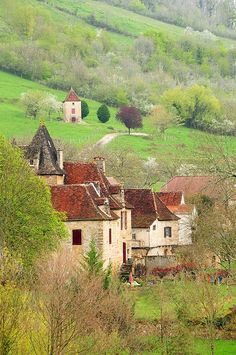 village in France -- WHO would build something like that, and why, and why couldn't we replicate it now even if we tried?village in France -- WHO would build something like that, and why, and why couldn't we replicate it now even if we tried? Wonderful Places, Beautiful Places, Beautiful Pictures, Places To Travel, Places To See, Places Around The World, Around The Worlds, Ville France, Beaux Villages