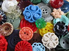 PRETTY VINTAGE FLOWER BUTTONS JEWELLERY CRAFTS BOUQUETS 50 pcs. noelhumphrey on eBay.co.uk