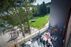 Hotel Port Máchovo jezero www.hotelport.cz  Sportovní vyžití a sportoviště V areálu hotelu naleznete hřiště pro plážový volejbal i tenis, dále minigolf, bowling, stolní tenis i badminton… Informace zde: http://www.hotelport.cz/sport-a-zabava/